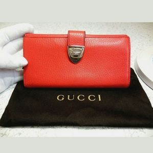 Auth Gucci coral long grained leather wallet